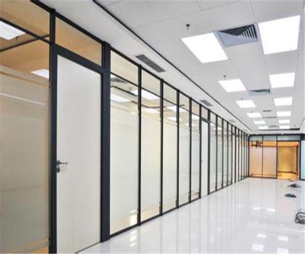 居家装修中卧室玻璃隔断墙的设计原则有哪些