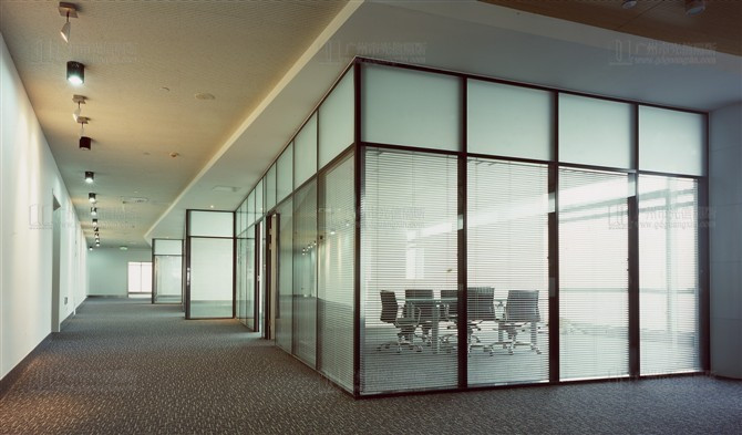 有边框固定玻璃隔断